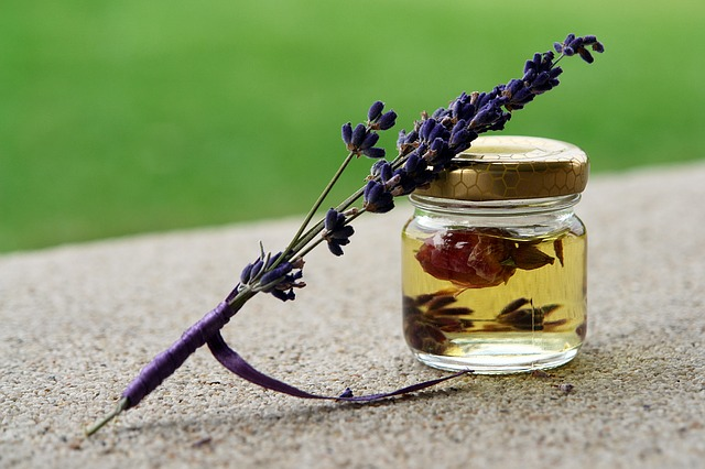 Aromatherapy with lavender oil