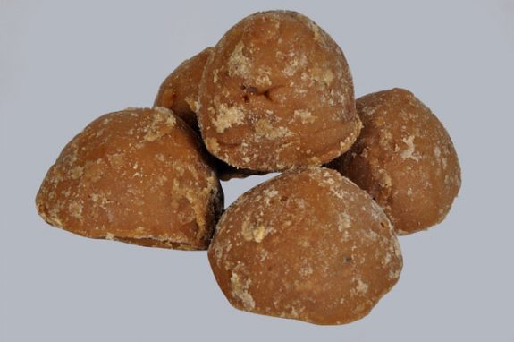 Why should you eat jaggery during pregnancy?